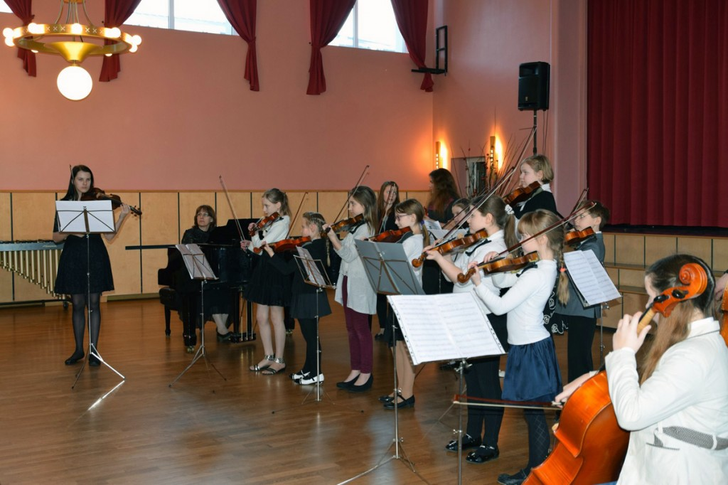 Põlva Muusikakooli õpilased musitseerimas 2015 a Anu Kase ansamblimuusika päeval Foto Tuuli Vaher