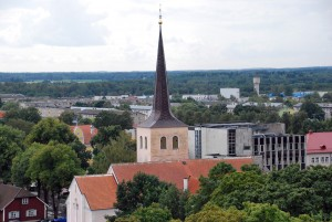 Paide, Eestimaa süda, esiplaanil Paide Püha Risti kogudus Foto Urmas Saard