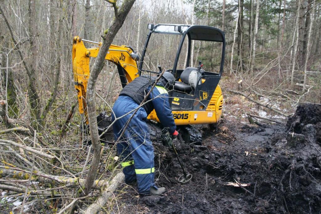 Pilt 26 jaanuaril toimunud mürskude otsimisest ja väljakaevamisest Pääsküla rabas