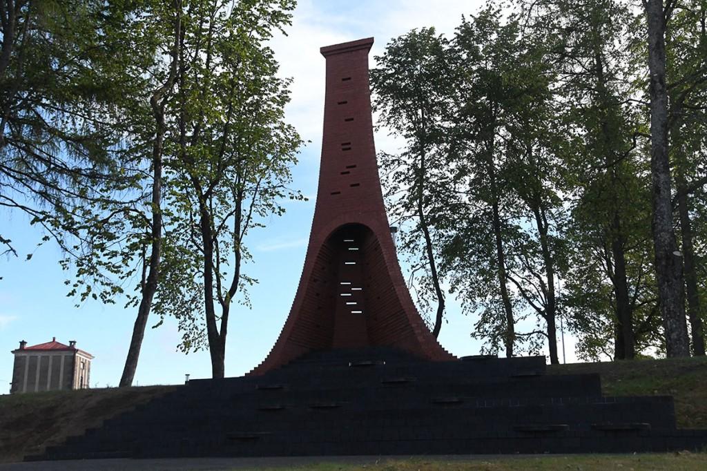 """Preemiale """"Väike"""" nominenti on ka skulpturaalne vateplatvorm Tõrva korsten koos linna uue keskväljakuga Foto Urmas Saard"""