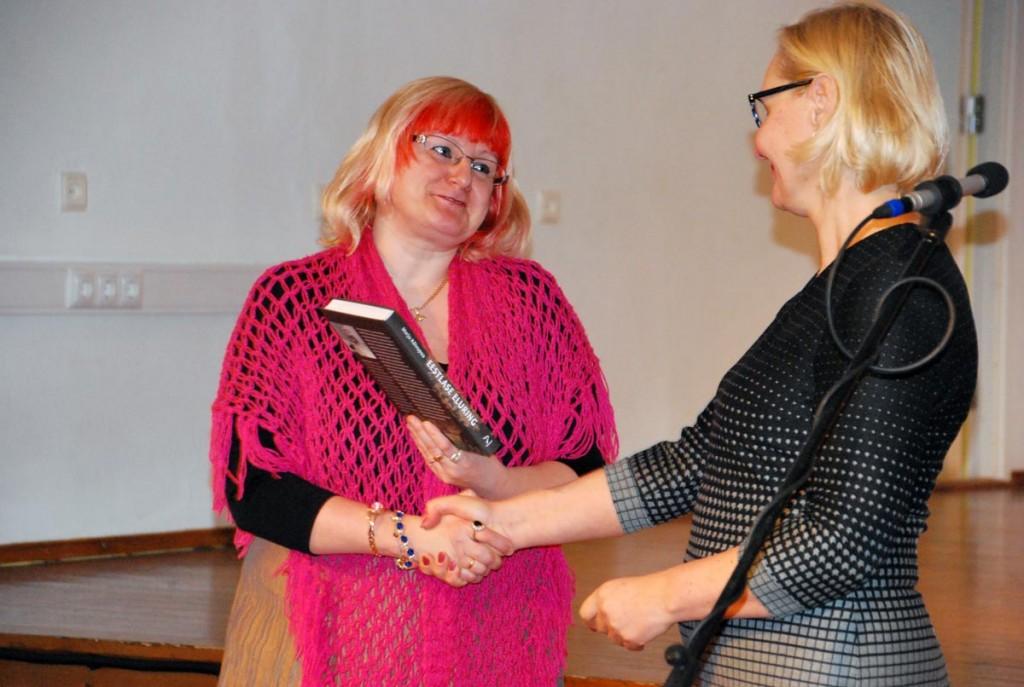 Raamatukogusõbralikuma õpetaja aunimetuse pälvinud Eneli Arusaar Foto Urmas Saard
