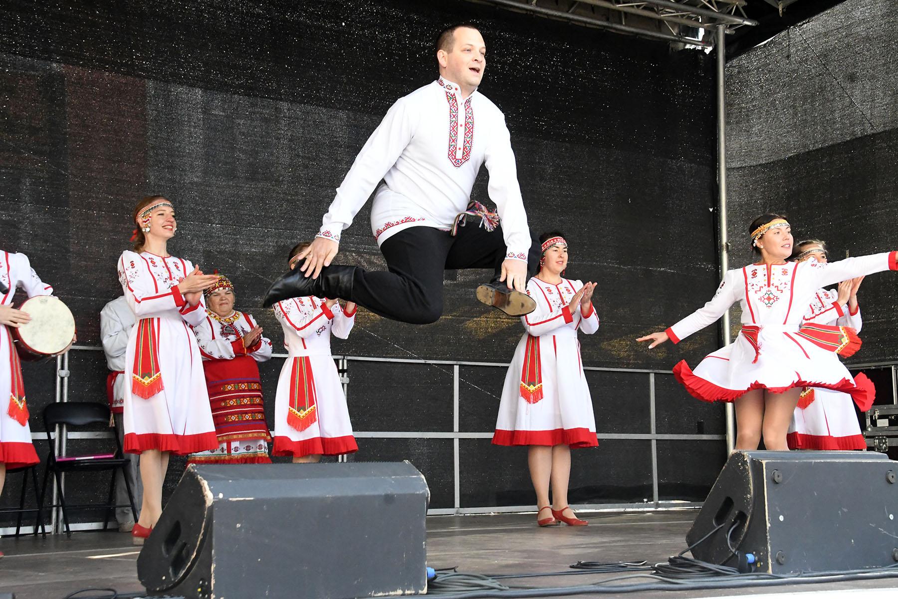 Raekoja platsil Eesti rahvusvähemuste päevale pühendatud kontserdil. Foto Urmas Saard