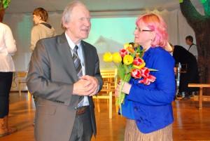 Raik-Hiio Mikelsaar ja Eneli Arusaar pärast etendust mõtteid vahetamas Foto Urmas Saard