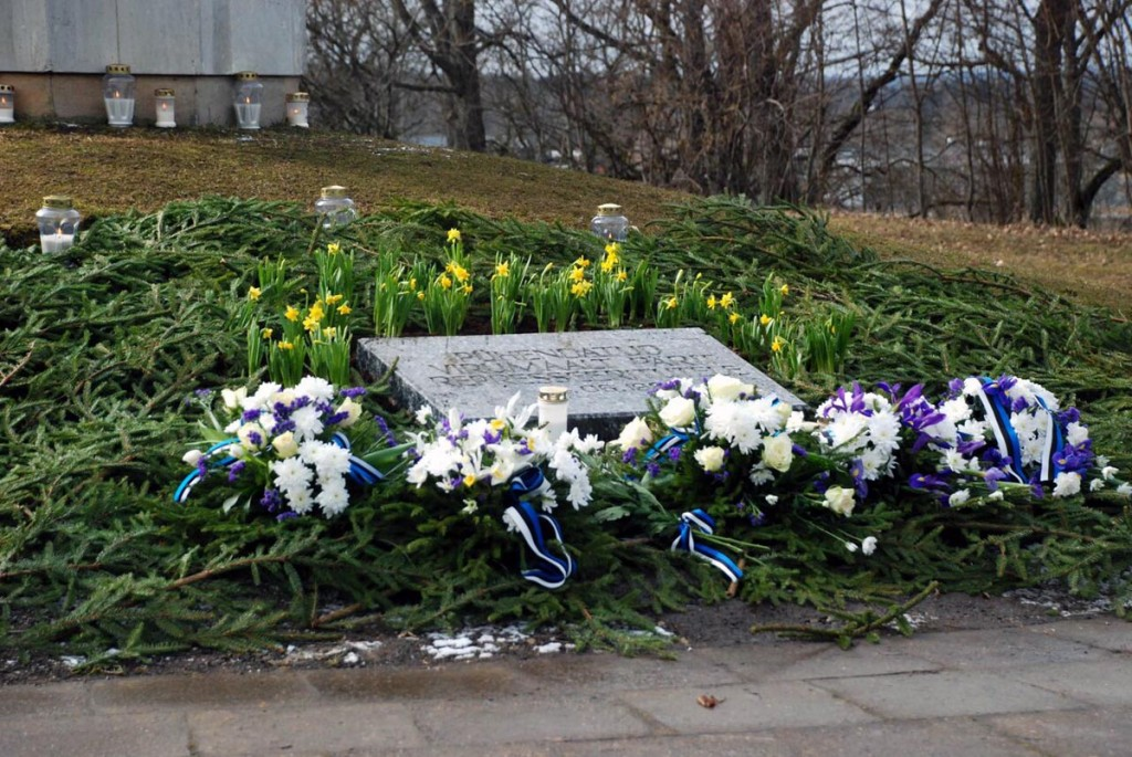 Rakveres Okaskrooni mälestussamba juures mälestatakse 67 aasta möödumist märtsiküüditamisest Foto Kiristel Kitsing