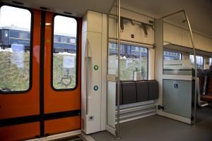 Ratastooliga sissepääs Elroni rongides.