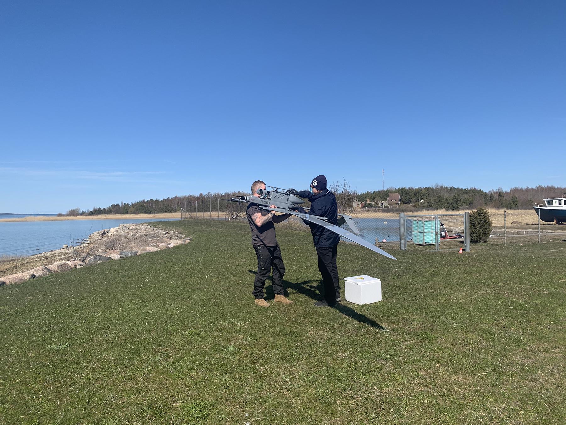 Regionaalhaigla lennutas hiidlaste proovid esmakordselt drooniga mandrile. Foto: PERH