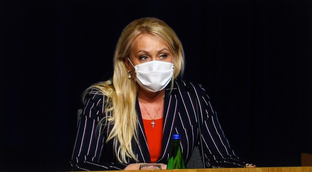 """Riina Solman. Kuvatõmmis """"Valitsuse uudiste"""" YouTube'i kanali videoülekandelt"""