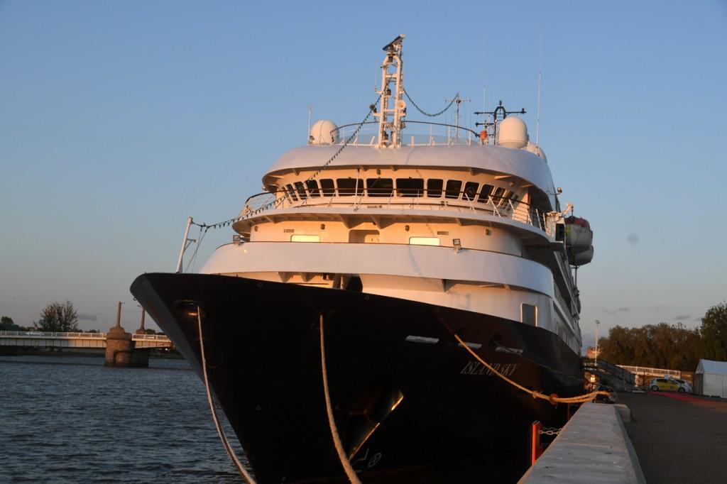 Ristluslaev Island Sky septembriõhtuses Pärnus Foto Urmas Saard