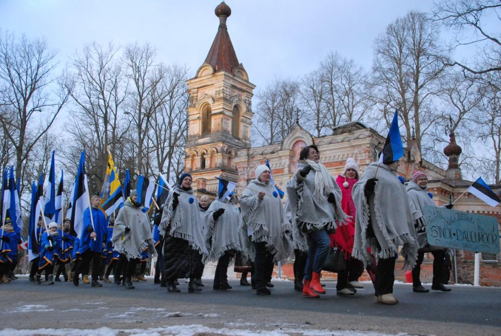 Rongkäik möödub Sindi kirikust Foto Urmas Saard