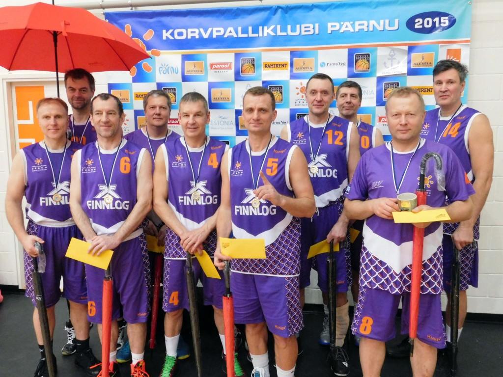 Seeniorkorvpallurite Pärnu meeskond Foto Britt-Hell Kangur