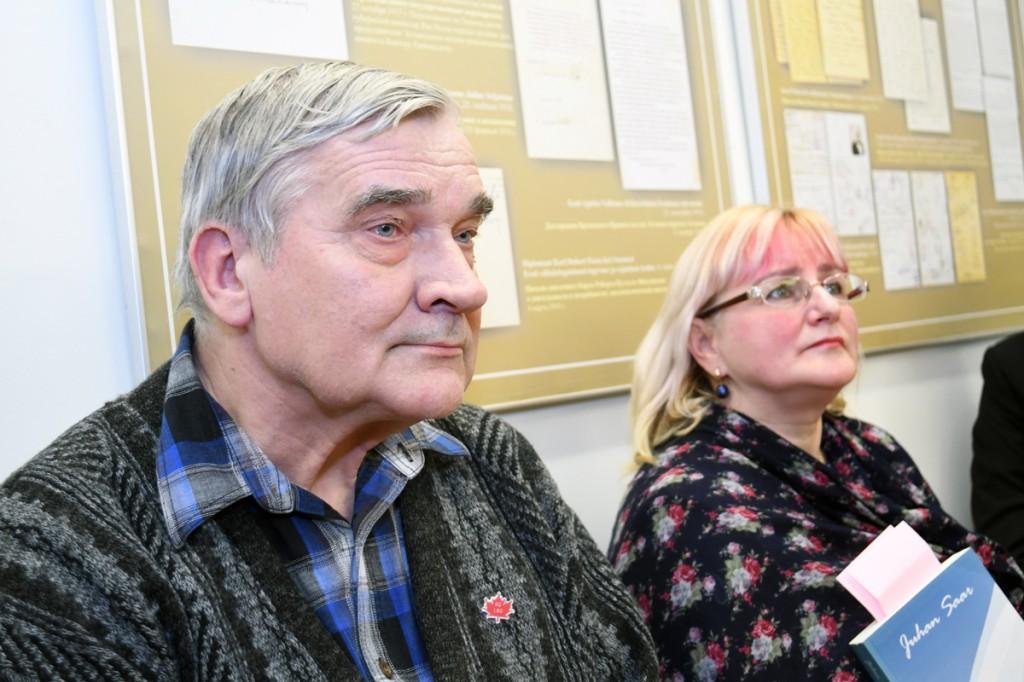 Sindi gümnaasiumi õpetajad Lembit Roosimäe ja Eneli Arusaar Sindi muuseumis Foto Urmas Saard