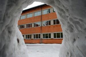 Sindi gümnaasiumi lumelinna päev 2011 a 3 veebruaril  Foto Urmas Saard