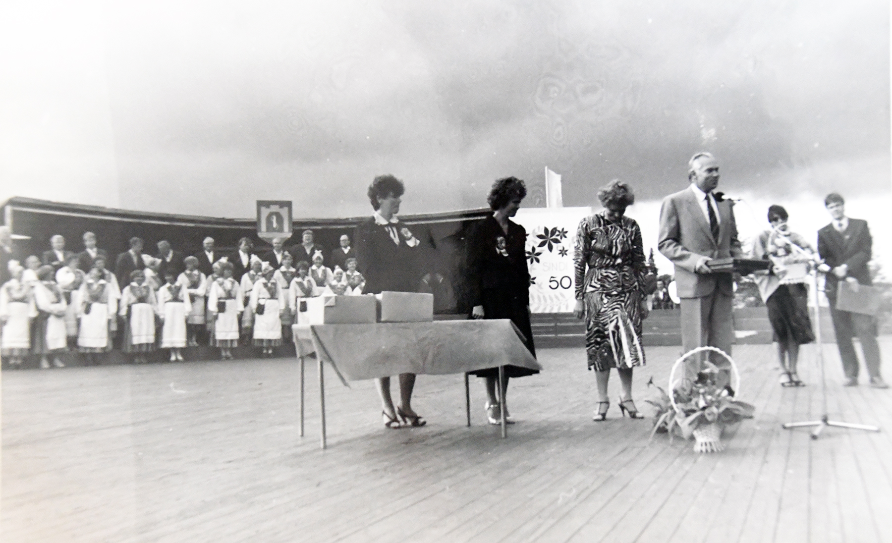 Sindi linna viiekümnenda aastapäeva suurpidustus lauluväljakul. Foto: Viivi Palmissaare erakogust