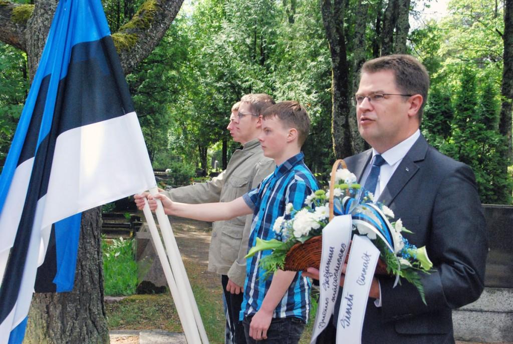 Sindi linnapea Marko Šorin mälestab Julius Seljamaad Sindi linna nimel Foto Urmas Saard