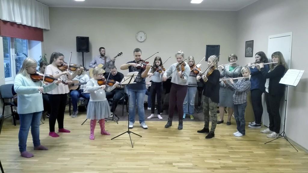 Sindi muusikakooli juubelikontserdiks valmistuv ühisproov Foto Merike Teppan-Kolk