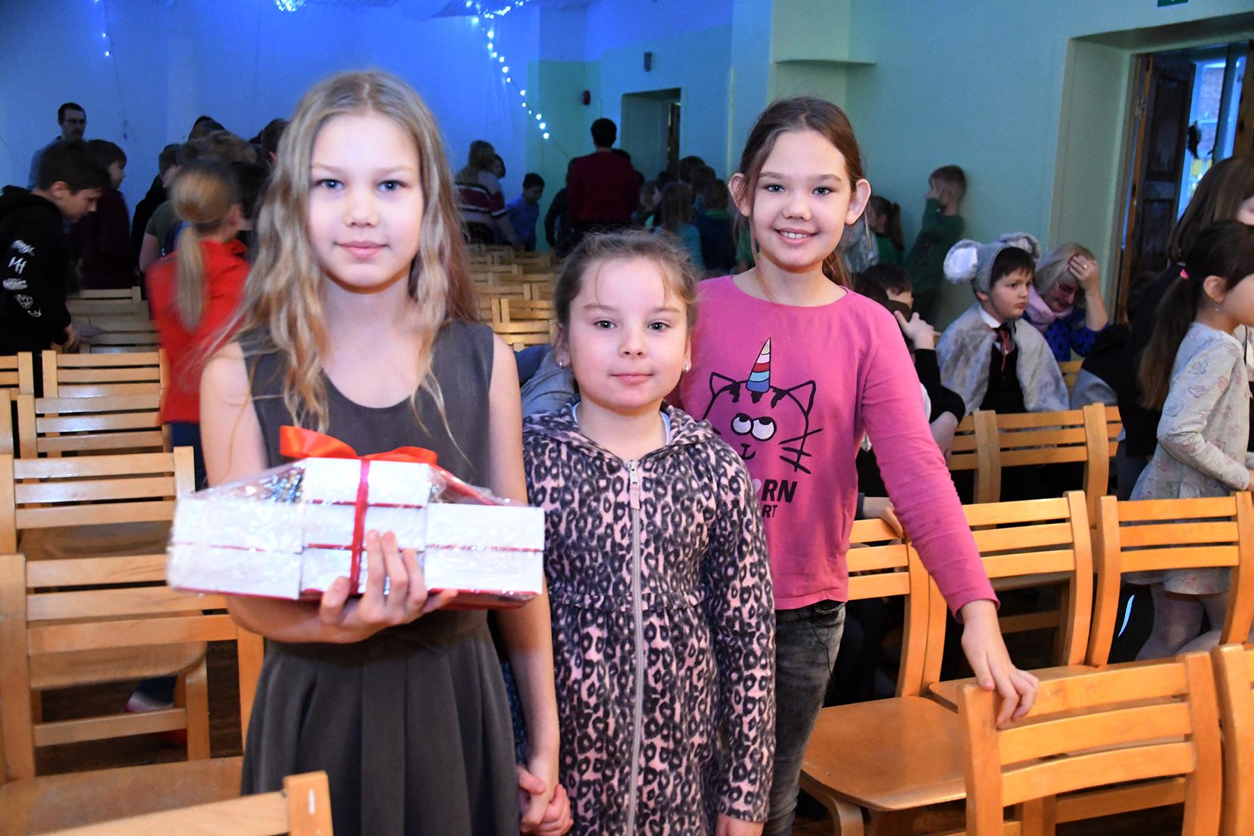 Suitsuandurid jõulukingiks Sindi gümnaasiumi õpilastele. Foto Urmas Saard