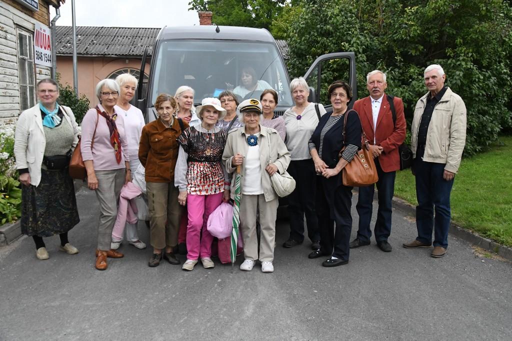 TÜ Pärnu kolledži Väärikate ülikooli suveülikooli õppes osalejad on jõudnud seitsmendale  Paide Arvamusfestivalile. Foto Urmas Saard