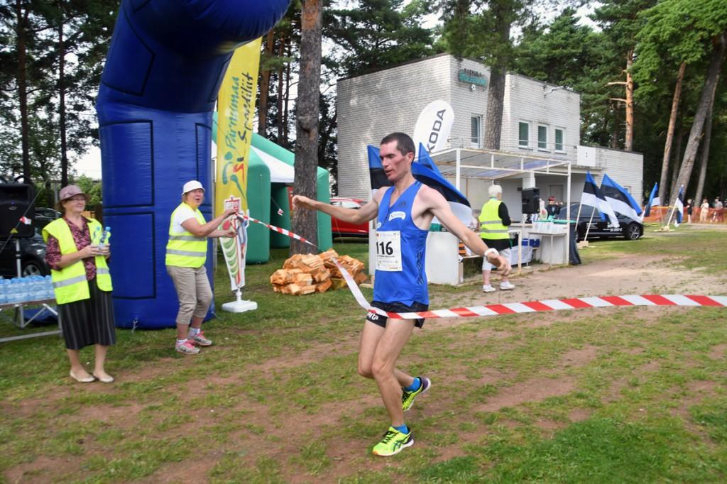 Taavi Tambur, teise Uhla-Rotiküla jooksu võitja Foto Urmas Saard