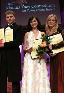 Taevi-konkursi laureaadid 2011: Andrei Savtšenko, Elina Šimkus ja Pirjo Püvi. Foto: Ants Liigus