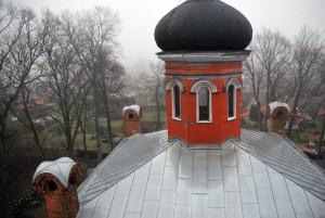Tahkuranna Jumalasünnitaja Uinumise kiriku nelitise torni võluvad sibulkuplid Foto Urmas Saard