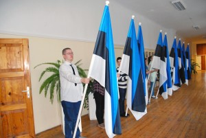 Tartu rahu 95 aastapäeva tähistamise lipuvalve Sindi gümnaasiumis Foto Urmas Saard