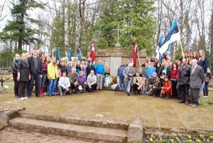 Tartus Läti küttide rügemendi sõdurite ja Läti põgenike ühishaudade mälestusmärgi juures Foto Urmas Saard