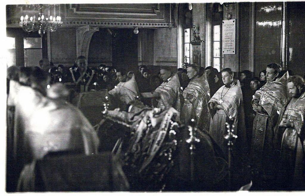 Teadaolevalt ainus pilt, millel on näha Sindi kiriku seinale kinnitatud mälestustahvel Vabadussõjas langenud koguduse liikmetele Foto Sindi muuseumi kogust
