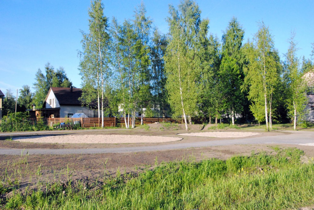 Tihase tänava mänguväljak ootab atraktsioonide paigaldamist Foto Urmas Saard