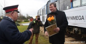 Tallinna Linnatraspordi ASi trammiliiklusteenistuse juht Andres Vään ja  Saduküla kardispordiklubi eestvedaja Peeter Kallasmaa (jaamaülema mütsiga )