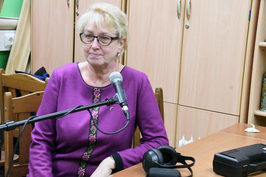 Urve Aivars, Riia Eesti kooli direktor, Sindi ANK-i Sindi Raadio stuudios vestlemas Foto Urmas Saard