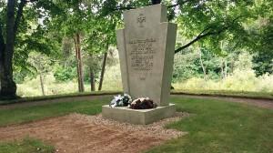 Väike-Salatsi surnuaia servas asuv Lätis langenud eesti sõdurite mälestuseks püstitatud monumen Foto Viire Talts