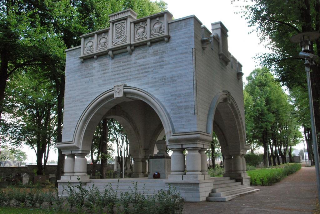 Vabadussõja alguse 94 aastapäeval avati Tallinnas Kaitseväe kalmistul taastatud Vabadussõjas langenute mälestusehis, mis on 1928 aastal avatud Edgar Johan Kuusiku projekti järgi rajatud monumendi täpne koopia Foto Urmas Saard