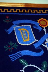 Vabariigi Presidendi Kantselei riiginõukogu saali seina kaunistab vapivaip, millel näeb suurt Eesti Vabariigi vappi ja üheteistkümne maakonna vappi, kuna just nõndapalju neid esimesel iseseisvuse ajal oli Foto Urmas Saard
