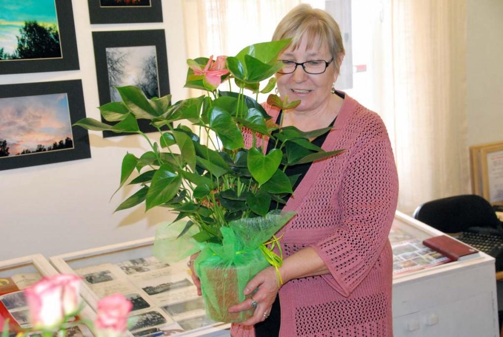 Vanda Kirikal oma fotonäituse avamisel Sindi muuseumis Foto Urmas Saard