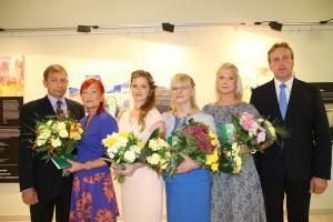 Võrumaa aasta õpetajate tunnustamine: (vasakult) abilinnapea Sixten Sild,Koidu Süvaorg, Janeli Jorro, Ere Tumm, Gaida Vassin ja linnapea Anti Allas.