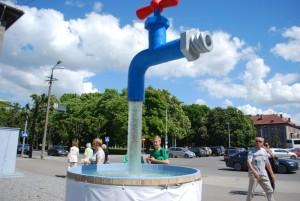 Vee teemaline installatsioon Pärnus 2012 a suvel Foto Urmas Saard