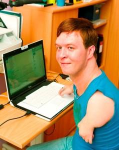 Vjatšeslav Zagorski arvutiga töötamas. Foto: erakogu