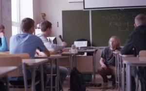 Ramo Teder koolis kohtumas.